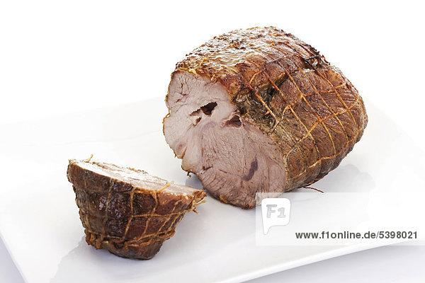 Gebratener Schweinerollbraten,  aufgeschnitten