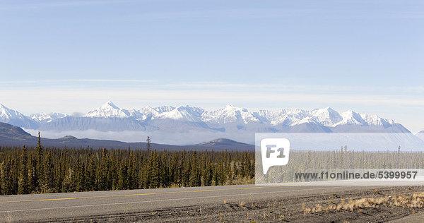 Alaska Highway  north of Whitehorse  St. Elias Mountains  Kluane National Park and Reserve behind  Yukon Territory  Canada