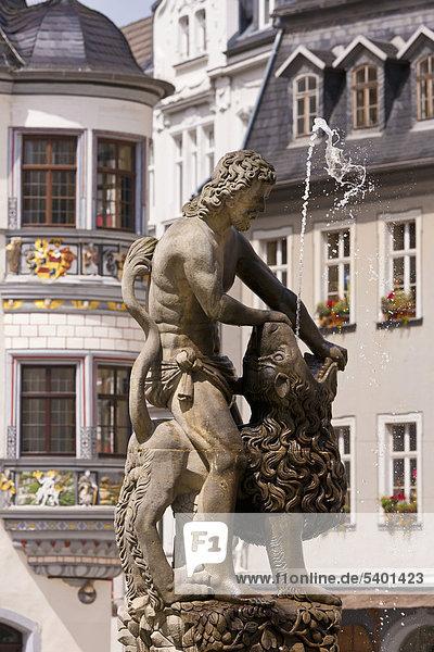 Simsonbrunnen auf dem Geraer Markt  Marktplatz  Gera  Thüringen  Deutschland  Europa