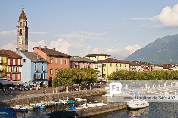 Uferpromenade in Ascona  Boote  Hafen  Lago Maggiore  Tessin  Schweiz  Europa