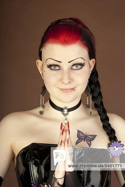 Frau  Gothic  Portrait  Tattoo  lächeln