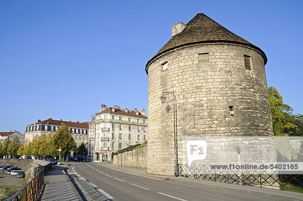Tour de la Pelote  Stadtturm  Stadtmauern  Quai de Strasbourg  Besancon  Departement Doubs  Franche-Comte  Frankreich  Europa  ÖffentlicherGrund