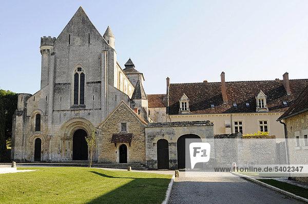 Abbaye de Fontgombault  Abtei  Kloster  Kirche  Departement Indre-et-Loire  Centre  Frankreich  Europa  ÖffentlicherGrund