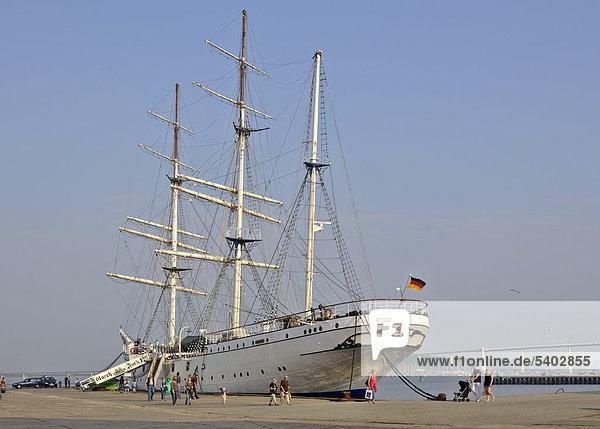 Gorch Fock l  ex Towarischtsch  Segelschiff  Stralsund  Mecklenburg-Vorpommern  Deutschland  Europa