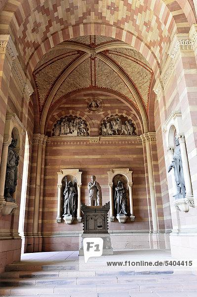 Denkmal König Adolf von Nassau  Dom zu Speyer  Westwerk  neuer Teil  erster Baubeginn vermutlich 1025  Speyer  Rheinland-Pfalz  Deutschland  Europa