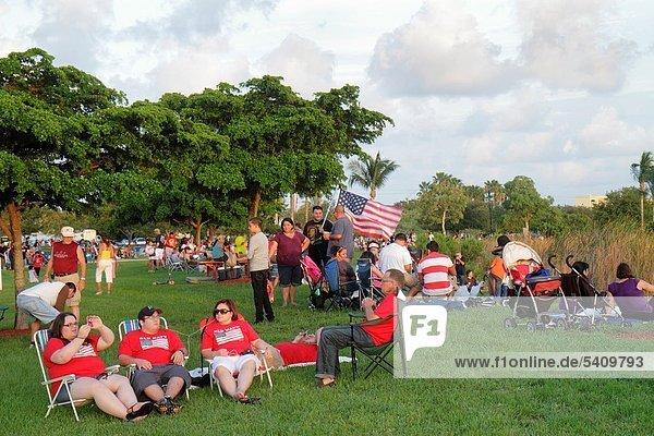 Frau  Mann  Fest  festlich  Hispanier  Fahne  Florida  Miami