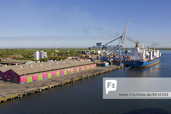 Containerschiff  Port von Corinto  Nicaragua