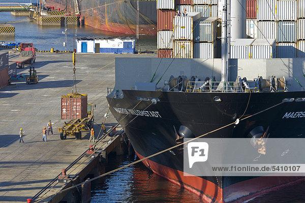 Containerschiff entladen wird  Port von Corinto  Nicaragua