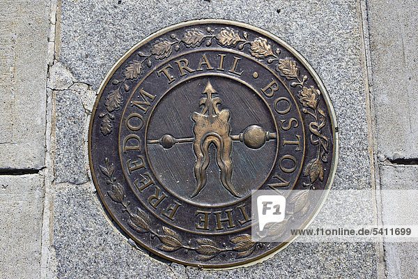 Plakette des Freedom Trail in Boston  Massachusetts  New England  USA