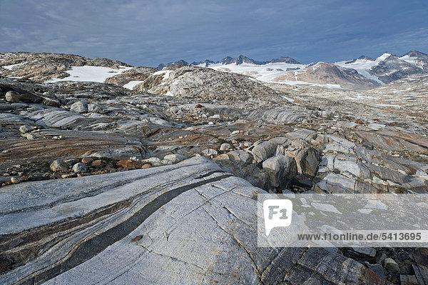 Gesteinsformationen am Mittivakkat-Gletscher  Halbinsel Ammassalik  Ostgrönland  Grönland