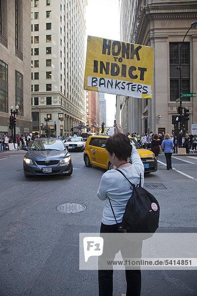 '''Occupy Chicago'' Aktivisten protestieren gegen wirtschaftliche Ungleichheit im Finanzviertel von Chicago  Teil der ''Occupy Wall Street''-Bewegung aus New York  Chicago  Illinois  USA  Amerika'