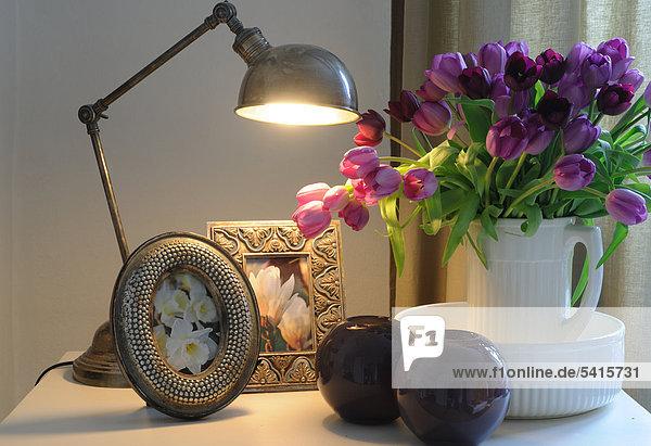 Lampe  Haufen von Blumen und Bilder