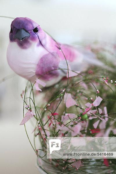 Vogel Figur am blühen Sie Anordnung