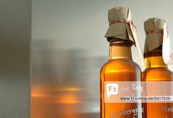 Zwei Flaschen Self-made-Likör