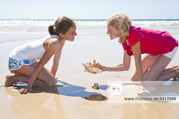 Jugendlicher Strand 2 Mädchen