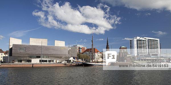 Deutsches Auswandererhaus  Columbus Center  Neuer Hafen  Havenwelten  Bremerhaven  Weser  Nordsee  Niedersachsen  Deutschland  Europa  ÖffentlicherGrund