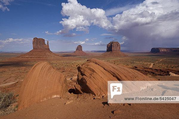 Monument Valley  Navajo Park  Arizona  USA