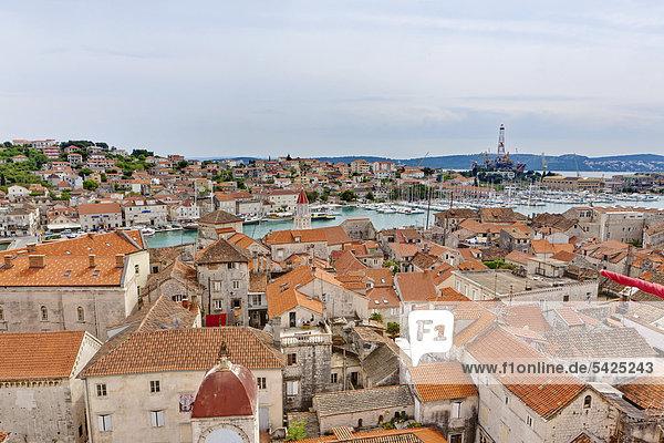 Altstadt  UNESCO Weltkulturerbe  Trogir  Region Split  Mitteldalmatien  Dalmatien  Adriaküste  Kroatien  Europa  ÖffentlicherGrund