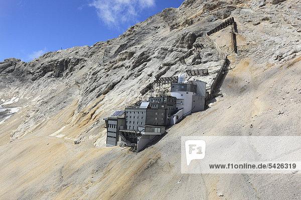 Schneefernerhaus  former hotel  now environmental research station  Mt Zugspitze  Wetterstein range  Bavaria  Germany  Europe