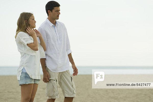 Paar Entspannung am Strand