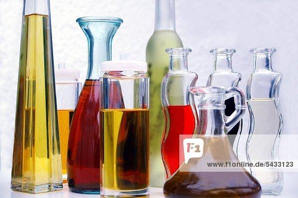 Verschiedene Sorten Öl in schönen Flaschen Different sorts of oil