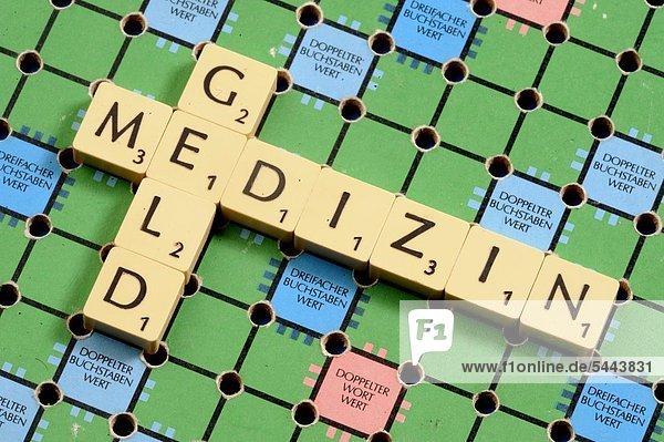 Scrabble - Symbolfoto Medizin - Medizin und Geld