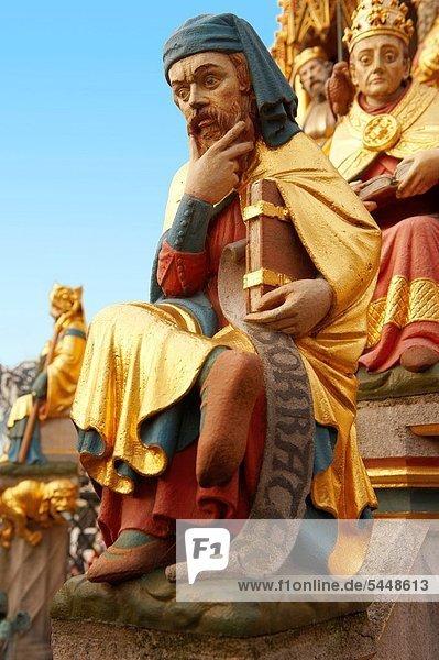 hoch  oben  nahe  Springbrunnen  Brunnen  Fontäne  Fontänen  Schönheit  Statue  Gotik  Zierbrunnen  Brunnen hoch, oben ,nahe ,Springbrunnen, Brunnen, Fontäne, Fontänen ,Schönheit ,Statue ,Gotik ,Zierbrunnen, Brunnen