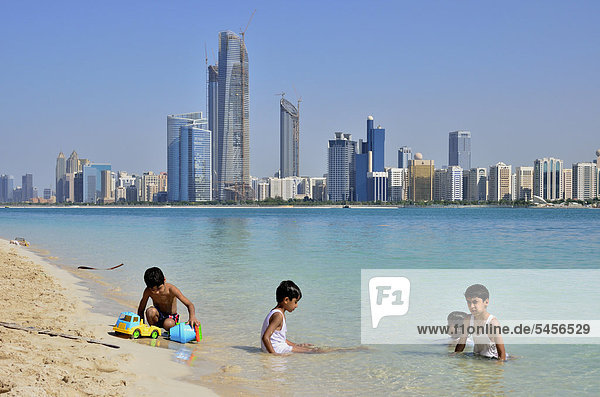 Abu Dhabi Hauptstadt Skyline Skylines Vereinigte Arabische Emirate VAE Halbinsel Asien