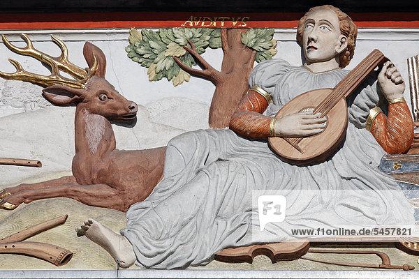 Hirsch Europa zuhören Gebäude Herde Herdentier Dekoration Musiker Faden Gegenstand Erfurt Deutschland spielen Saite Thüringen