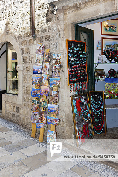 Souvenir shop in a side street in the historic centre of Dubrovnik  central Dalmatia  Adriatic coast  Croatia  Europe  PublicGround