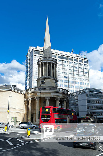 Neoklassizistische All Seelenkirche von John Nash  London  England  Großbritannien  Europa