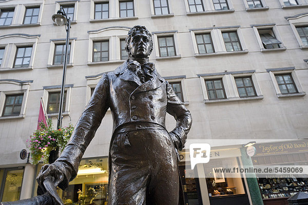 Statue of Dandy Beau Brummell  London  England  United Kingdom  Europe