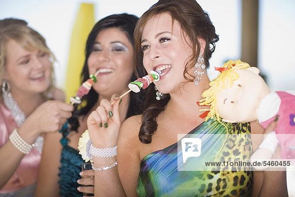 Jugendlicher  Kleid  Mädchen  essen  essend  isst