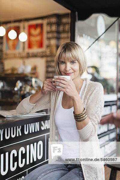 Frau  Weg  Cafe  Kaffee