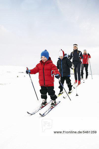 Familien-Langlauf im Schnee