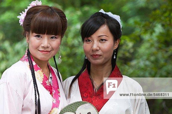 Modell  Straße  chinesisch  Ethnisches Erscheinungsbild  China  Mädchen  fotografieren  Chengdu  Kleid