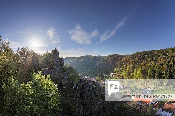 Wolfsberg  Gemeinde Obertrubach  Trubachtal  Blick von Burgruine Wolfsberg  Fränkische Schweiz  Oberfranken  Franken  Bayern  Deutschland  Europa