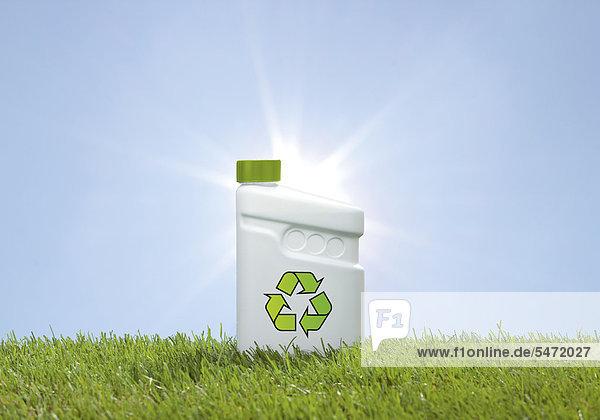 Kunststoffkanne mit Recyclingzeichen