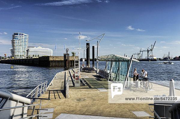 Fähranleger an der Elbphilharmonie in der Hafencity von Hamburg  Deutschland  Europa