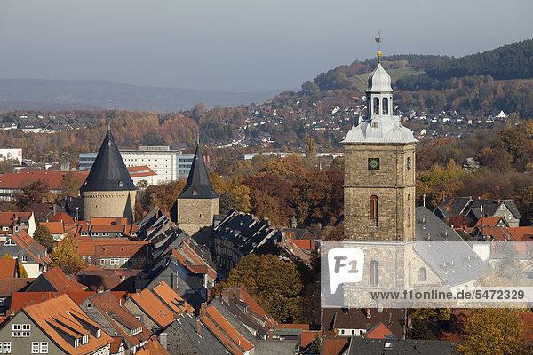 Stephanikirche und Breites Tor  Ausblick vom Turm der Marktkirche  Goslar  UNESCO-Weltkulturerbestätte  Harz  Niedersachsen  Deutschland  Europa