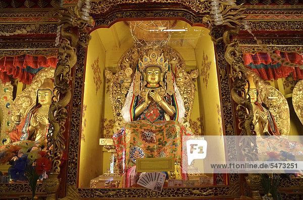 Tibetischer Buddhismus  beleuchtete Buddhafiguren  Kloster Reting  Mount Gangi Rarwa  Himalaya  Lhundrup County  Zentraltibet  Tibet  China