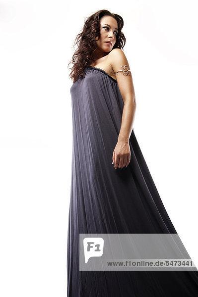 Frau mit langem Kleid  Fashion
