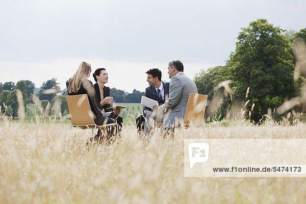 Außenaufnahme Mensch Menschen Geschäftsbesprechung Besuch Treffen trifft Business freie Natur
