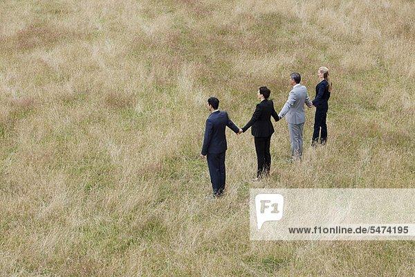 Zusammenhalt Mensch Menschen Menschliche Hand Menschliche Hände halten Feld Business