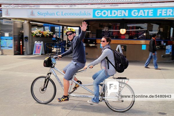 Rucksack Frau Mann Sport radfahren Fähre Golden Gate Bridge Kalifornien San Francisco
