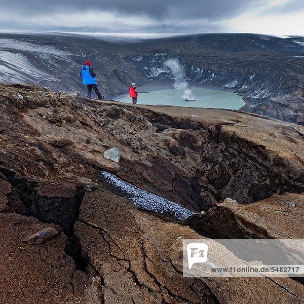 hoch  oben  Europa  sehen  geschlossen  Wissenschaftler  Gefahr  über  Vulkanausbruch  Ausbruch  Eruption  Vulkan  extrem  Anfang  Motor  Flugzeug  Wasserdampf  Krater  rauchen  rauchend  raucht  qualm  qualmend  qualmt  20  Asche  Island  Mai