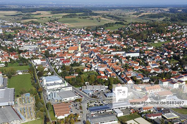 Luftbild von Wolnzach  Landkreis Pfaffenhofen an der Ilm  Hopfenland Hallertau  Oberbayern  Bayern  Deutschland  Europa  ÖffentlicherGrund