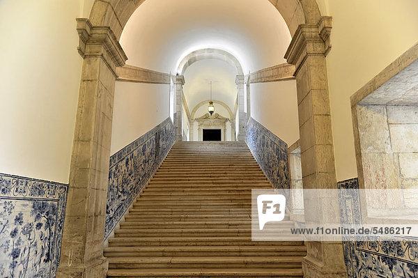 Treppenaufgang  Azulejos  Kachelbilder  Kloster Sao Vicente de Fora  erbaut bis 1624  Altstadt  Lissabon  Lisboa  Portugal  Europa