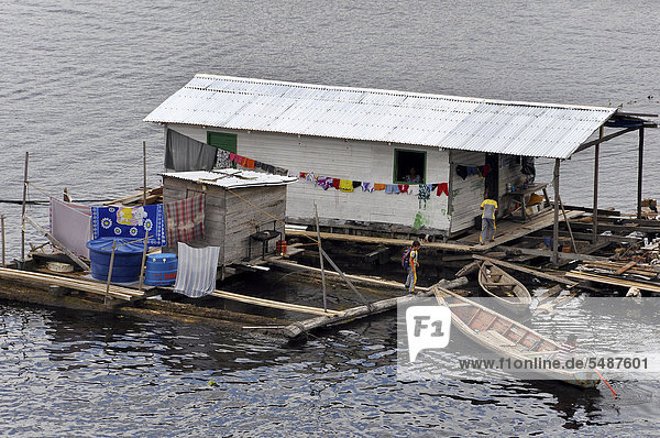 Typical floating home in the Amazon  city of Tefe near Manaus  Amazonas province  Brazil  South America