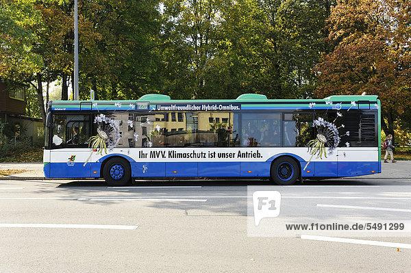Umweltfreundlicher Hybrid-Omnibus  München  Bayern  Deutschland  Europa